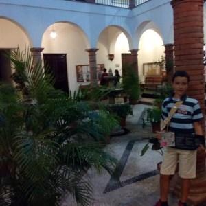 Precioso el patio de la Casa de Cervantes, vale la pena pararse un rato a verlo