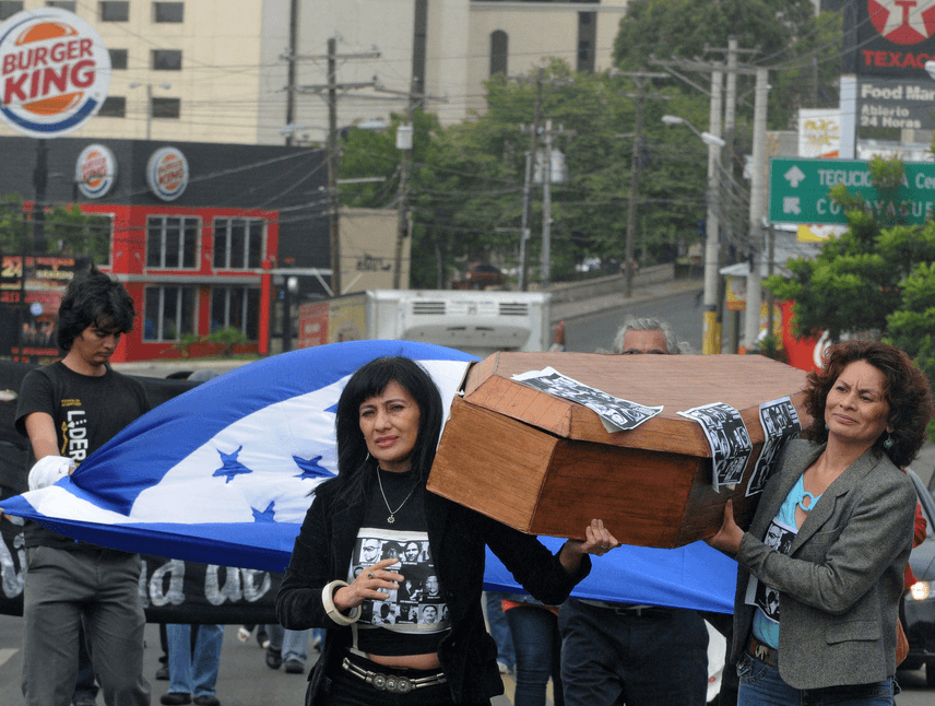 Journalists hold a coffin as they protest against the murder of colleagues, in Tegucigalpa on December 13, 2011.