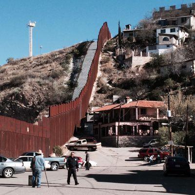 border fence 2