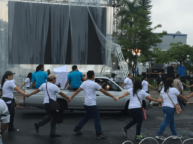 Pilgrims Protect Romero Relics Being Driven to Beatification Mass