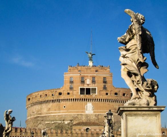 Vista di Castel Sant'Angelo dal ponte omonimo, a Roma