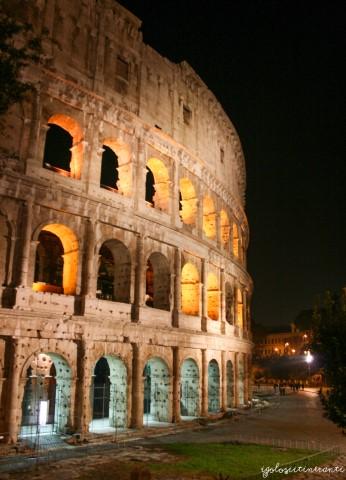 Il Colosseo di sera illuminato (Roma)