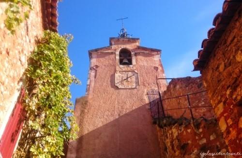 Case rossicce a Roussillon, villaggio in Provenza