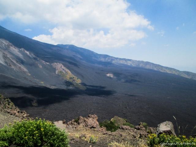 Vista dall'alto della Valle del Bove (Etna)