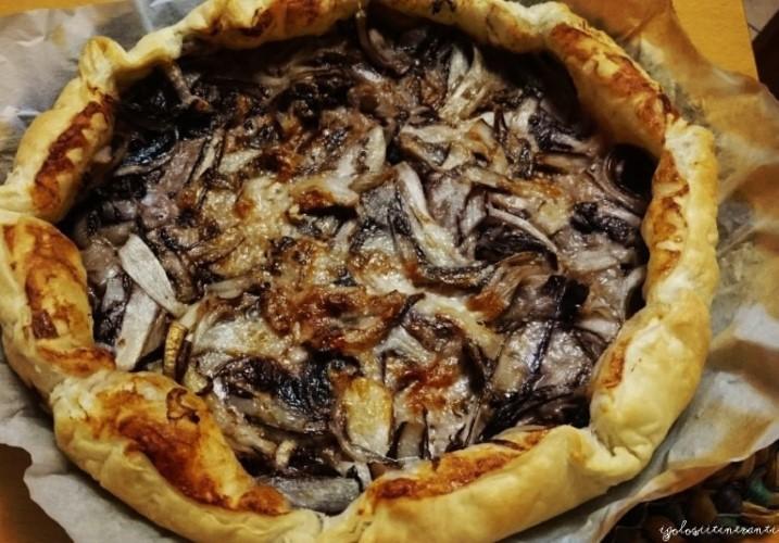 Torta salata con radicchio trevigiano, gorgonzola e vino rosso
