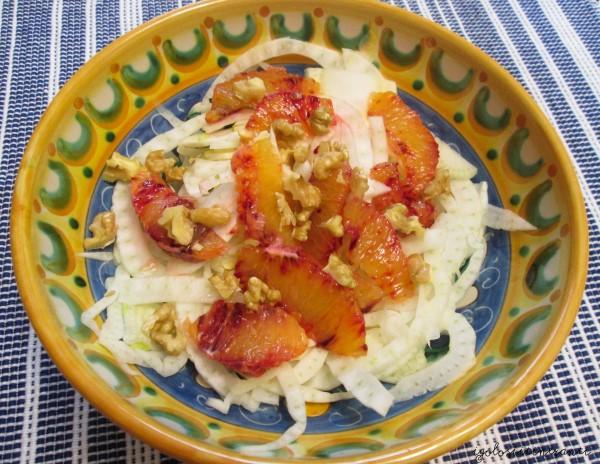 Insalata croccante con finocchi, arance e noci