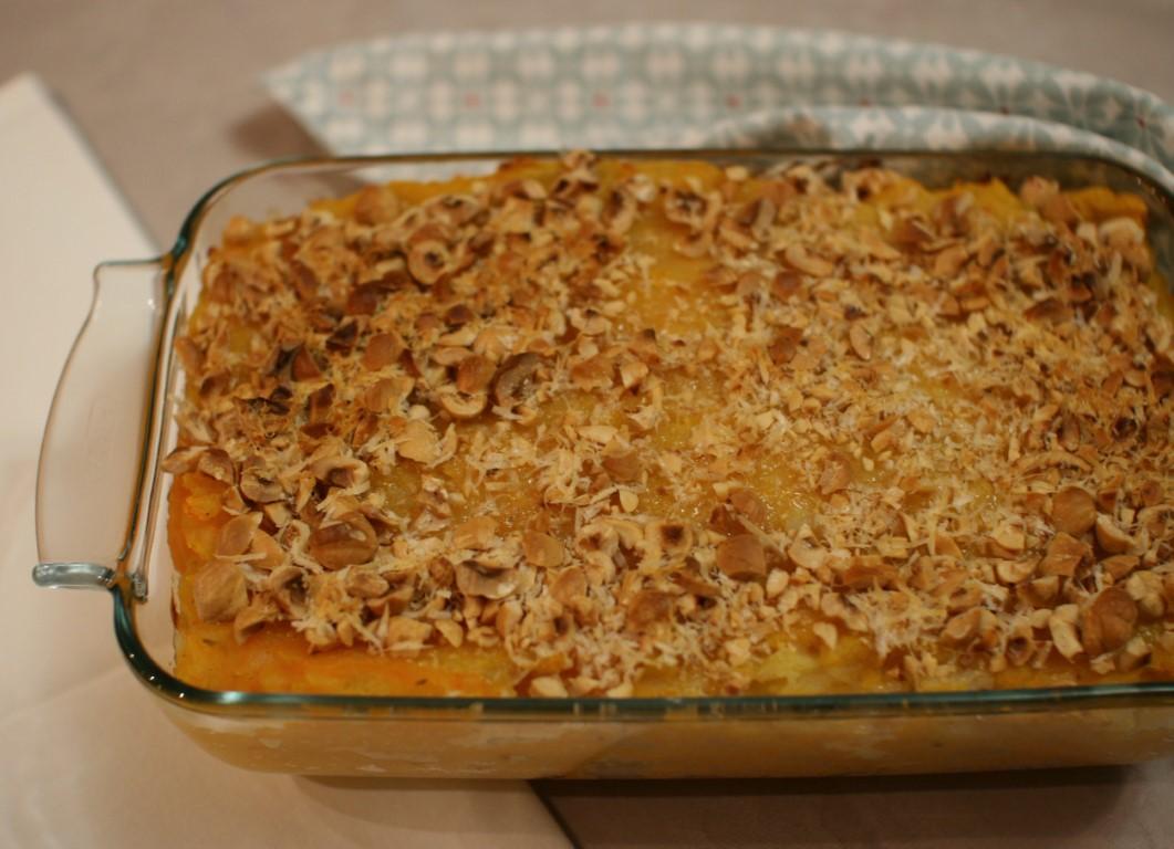 Gateau di patate e zucca con fontina e crumble di nocciole