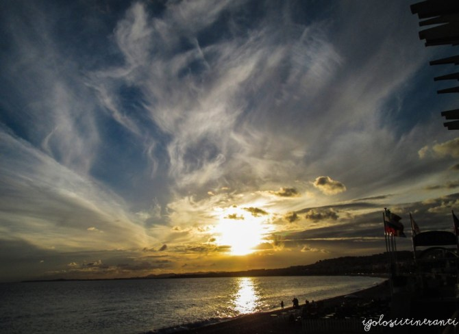 Tramonto sul lungomare di Nizza (Baia degli Angeli)