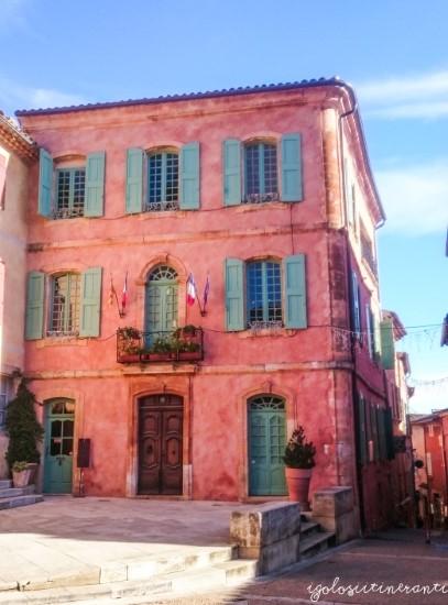 Il municipio rosa di Roussillon