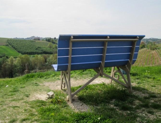 Panchina gigante blu a Coazzolo