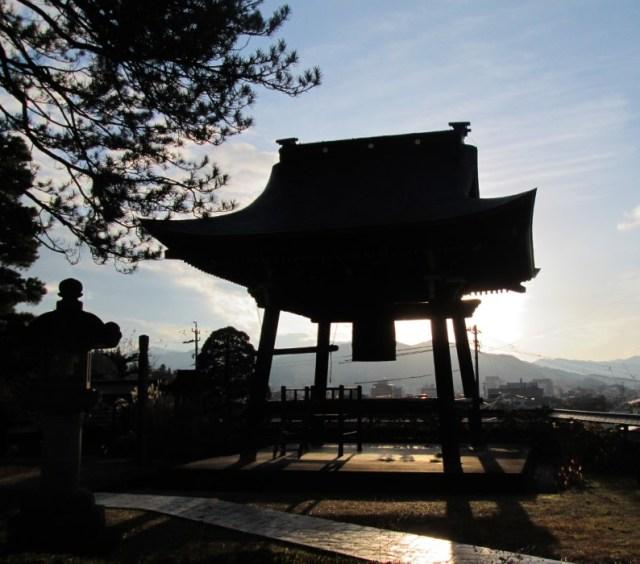 Takayama, campana di un tempio nel quartiere Teramachi