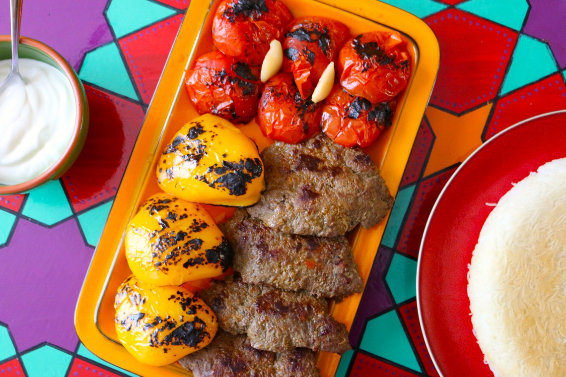 Persian Pan Kebab with Grilled Tomatoes and Peppers | Kabab Tabei Recipe | igotitfrommymaman.com