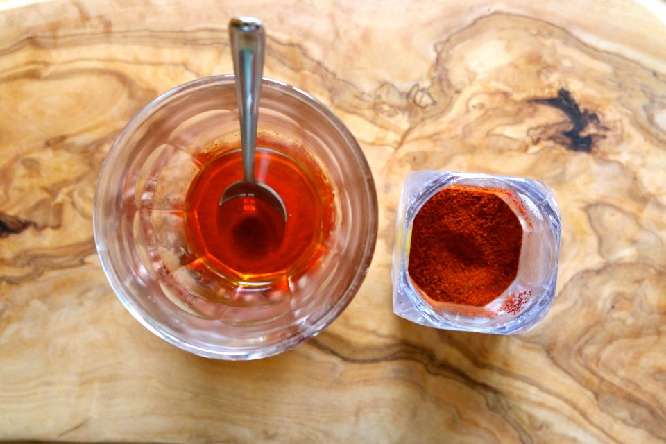 Dissolving saffron in hot water | Persian style rice recipe | www.igititfrommymaman.com