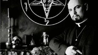 Como ser Deus (ou o Diabo): Imagem de Anton LaVey