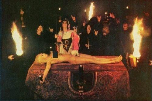 A Missa Negra (ou Missa Satânica) é retratada de forma incorreta por muitos cultos religiosos para apavorar os ignorantes