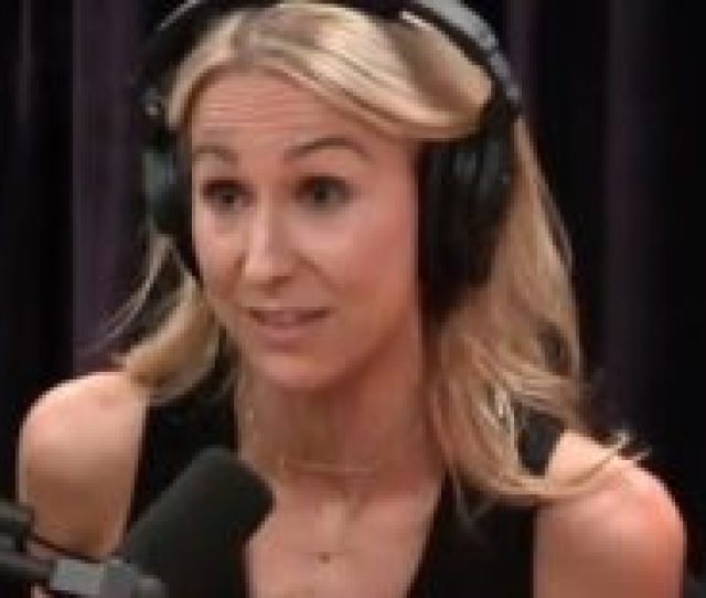 Nikki Glaser Tells Joe Rogan How To Get More Blowjobs