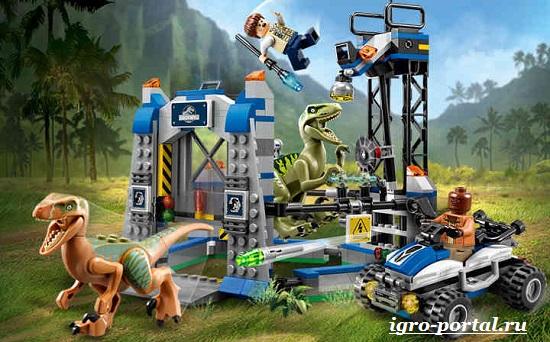 LEGO-Jurassic-World-пластиковые-динозавры-на-мониторе-2