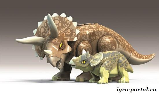 LEGO-Jurassic-World-пластиковые-динозавры-на-мониторе-5
