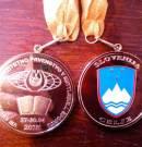 Кубок и медали победителям чемпионата мира по гиревому спорту среди студентов в Словении