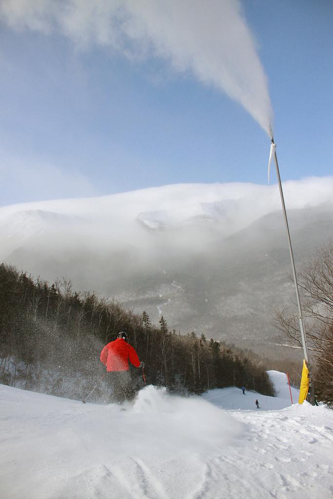 Snowmaking at Wildcat
