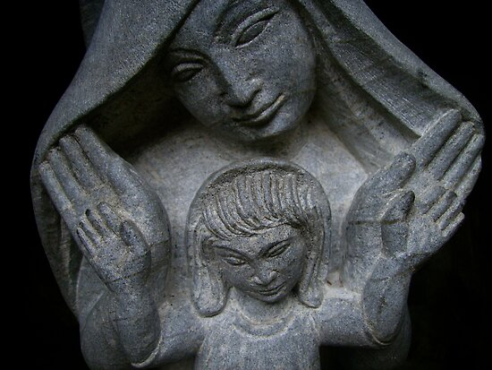 https://i1.wp.com/ih0.redbubble.net/work.1524516.1.flat,550x550,075,f.mother-mary-sculpture-chalice-well.jpg