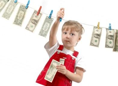 Ребенок ворует деньги: как правильно реагировать