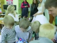 Невеста попросила дарить ей на свадьбу детские игрушки. Смотрите зачем!