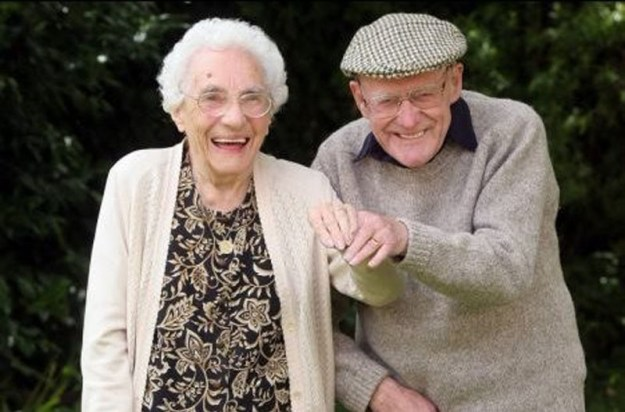 Фрэнк и Анита Милфорд на 80-ю годовщину свадьбы в 2008