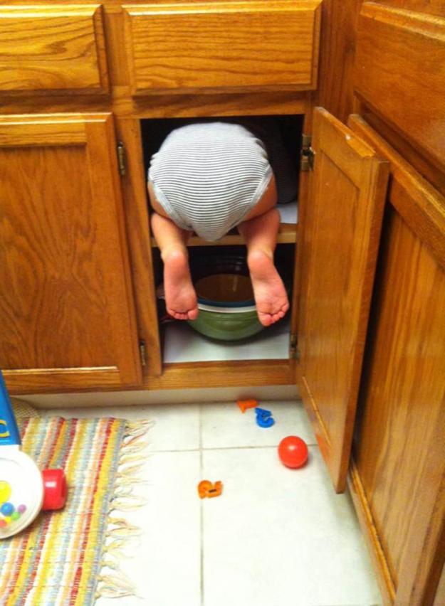 ребенок спрятался