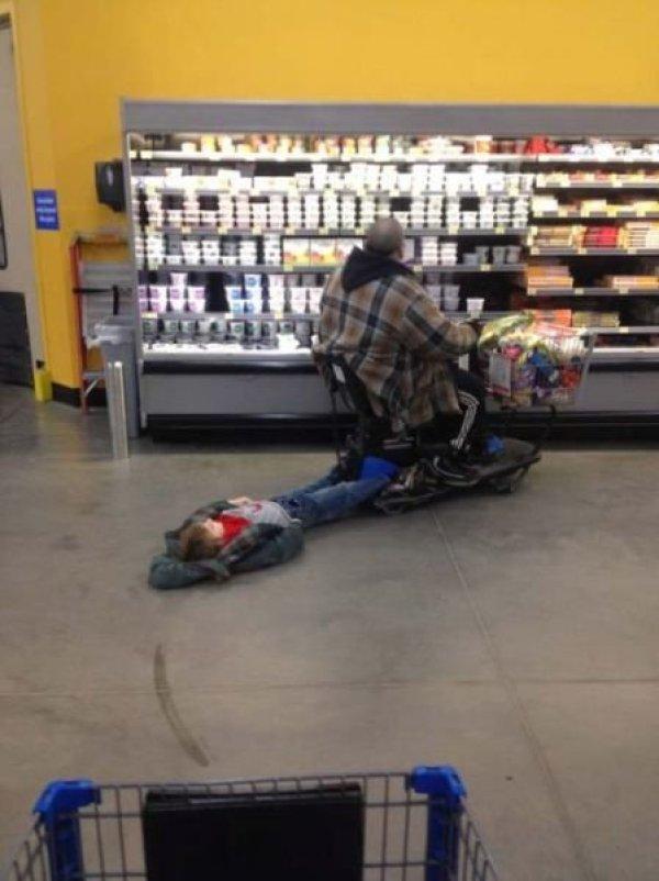 пока папа в супермаркете