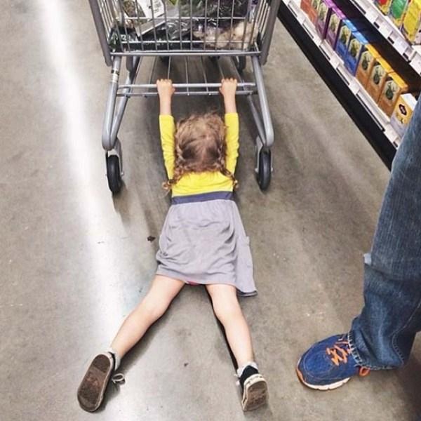 с ребенком в магазине