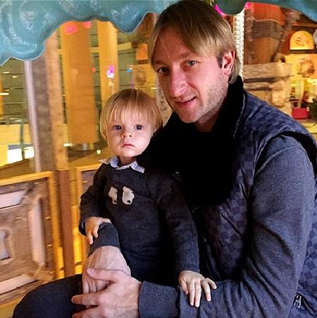 Евгений Плющенко с сыном Сашей (Евгений ласково прозвал сына Гномом Гномычем)