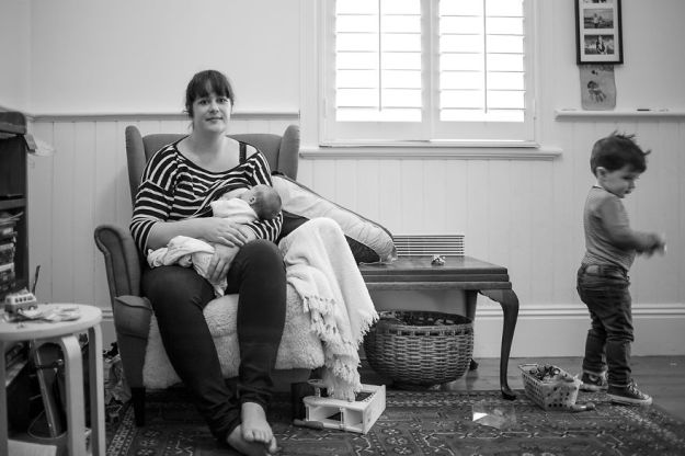 tired-of-staged-breastfeeding-photos-i-started-shooting-it-in-all-its-beautiful-messiness-10__880