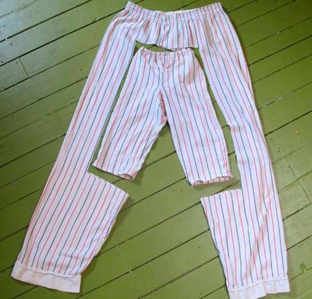 А из взрослых надоевших пижамных штанов легко сделать детские