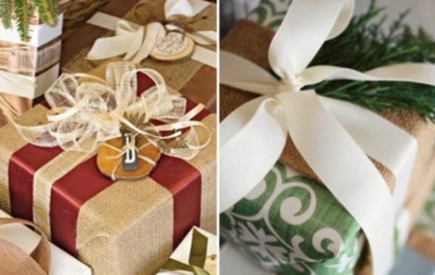 Используйте для упаковки мешковину - это универсальный материал, который потом стоит только обмотать атласной лентой и дарить
