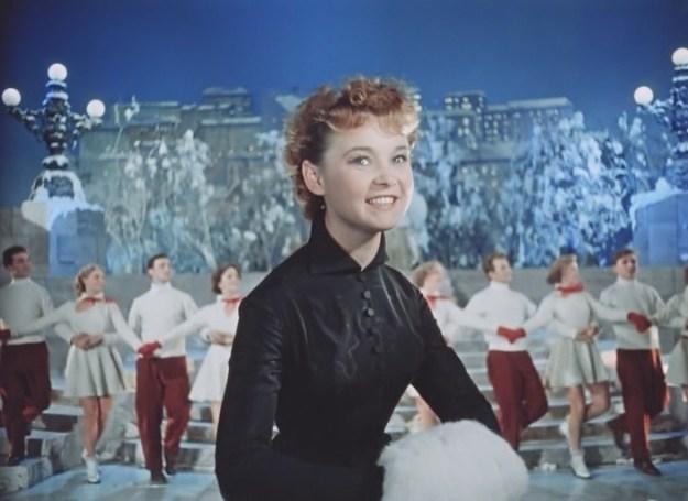 Карнавальная ночь (СССР, 1956). Карнавальная ночь (СССР, 1956). Ну это просто классика советского кинематографа! Этот чудесный музыкальный фильм обязательно нужно включить перед Новым годом. Пусть весь дом наполнится всеми любимыми песнями