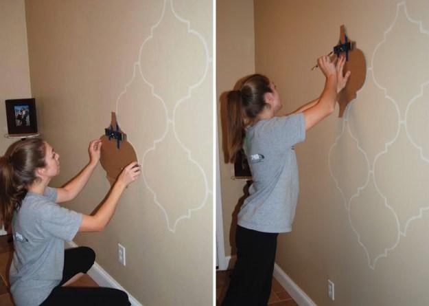 С помощью одного шаблона можно задекорировать целую стену в эксклюзивный узор