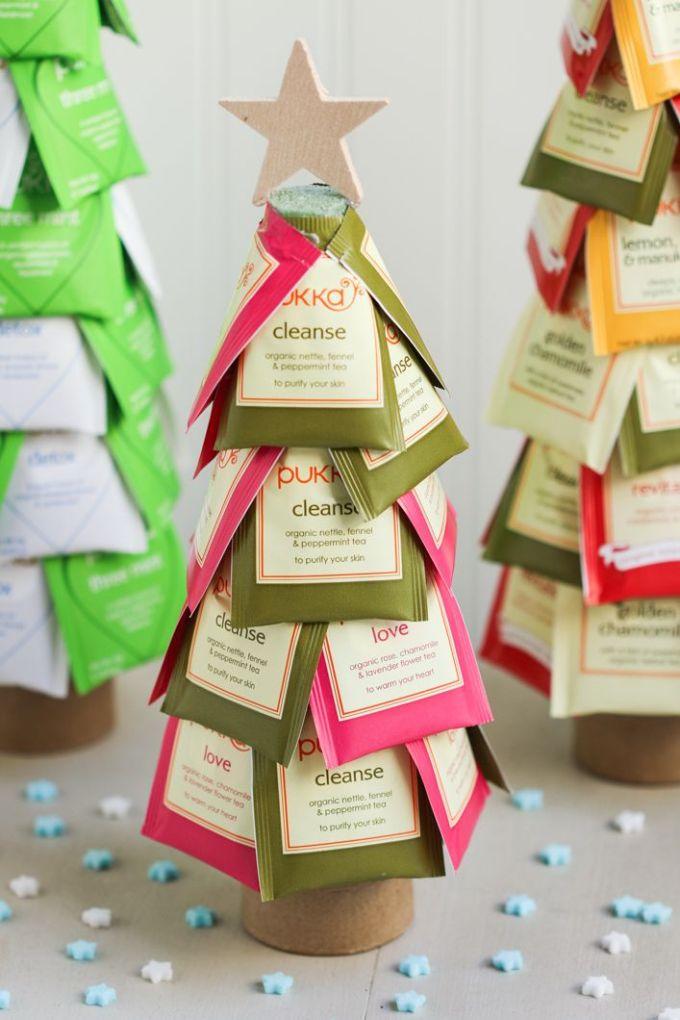 елка из пакетиков чая