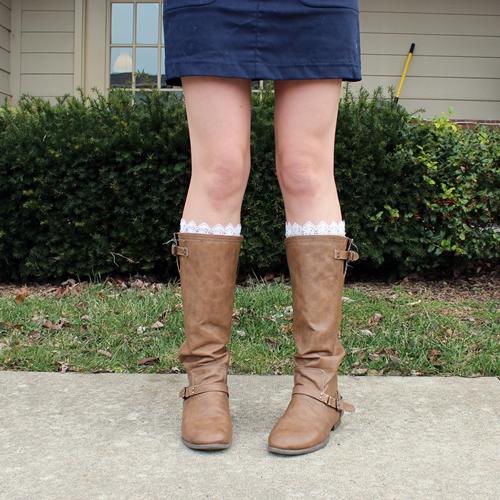 Обновление старых сапог с помощью кружев от старх носков