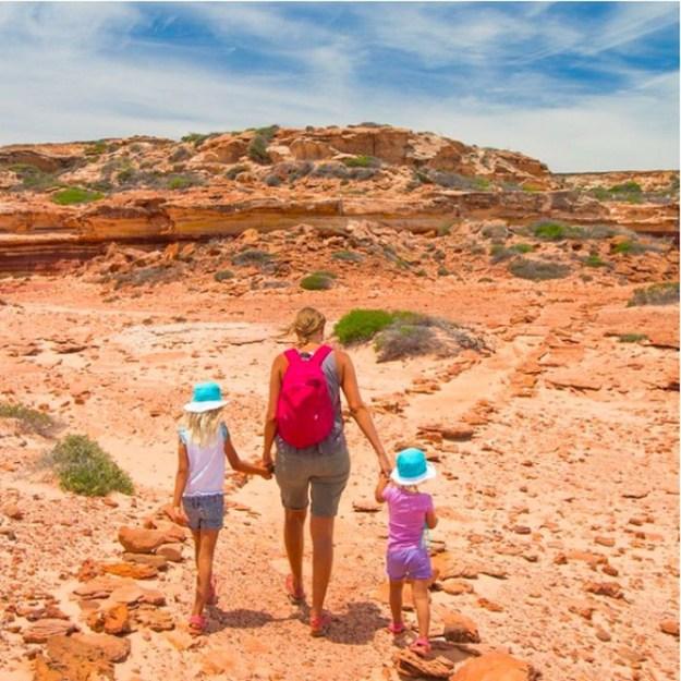 ...устраивает детям интересные путешествия