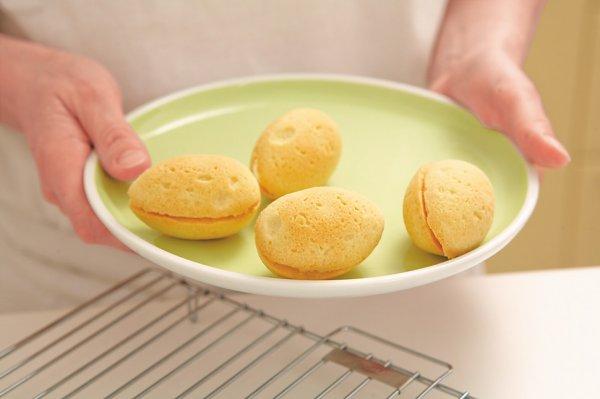 Печенье выпекаем при температуре примерно 180 градусов около 20 минут.