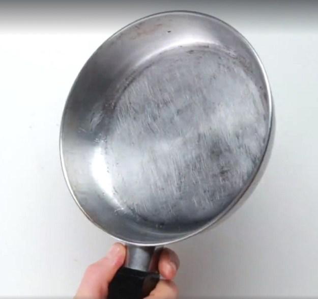 Сковорода снова готова к использованию!