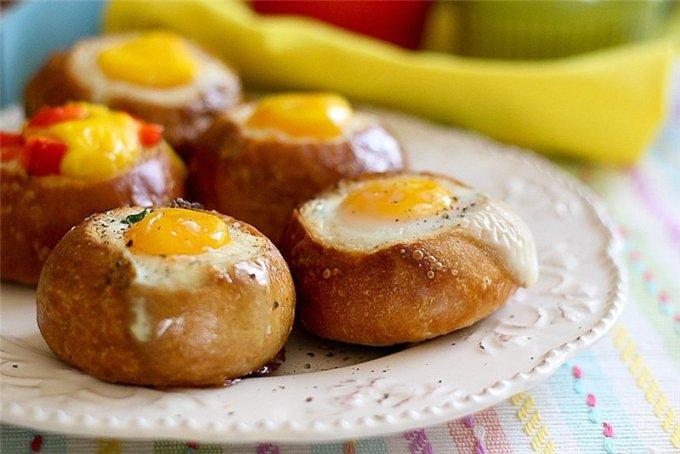 булочки с яйцом