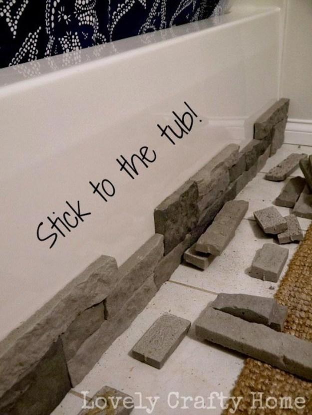 Попробуйте отделать ванную декоративными материалами
