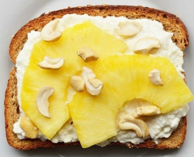 бутерброд с ананасом