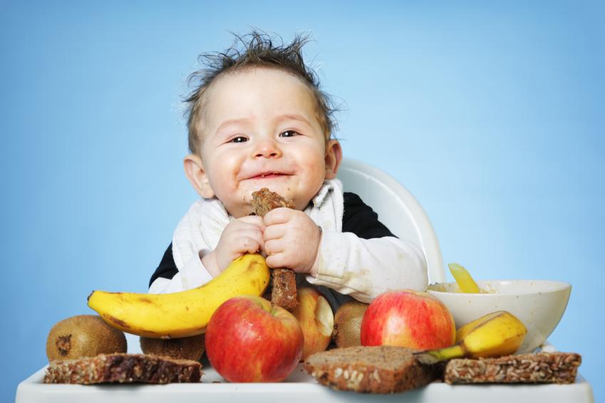 Что делать, если ваш ребенок играет с едой?