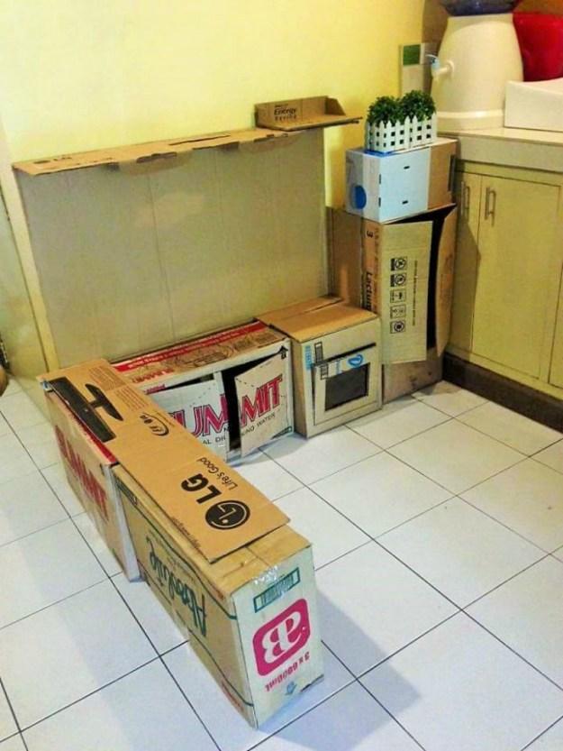 1. Для начала нужно поставить все имеющиеся коробки так, как вы видите будущую кухню.
