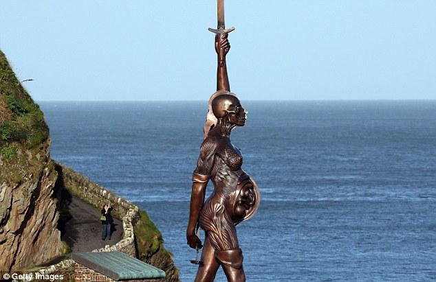 памятник беременной женщине, другая сторона, Англия