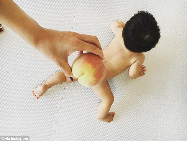 японсике родители сравнивают попки детей с персиками