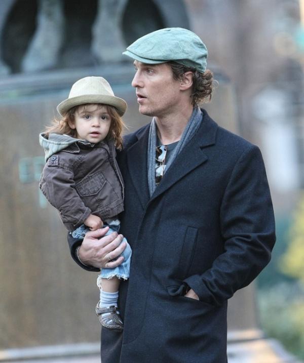 Мэттью Макконахи с сыном от Камилы Алвес - Леви